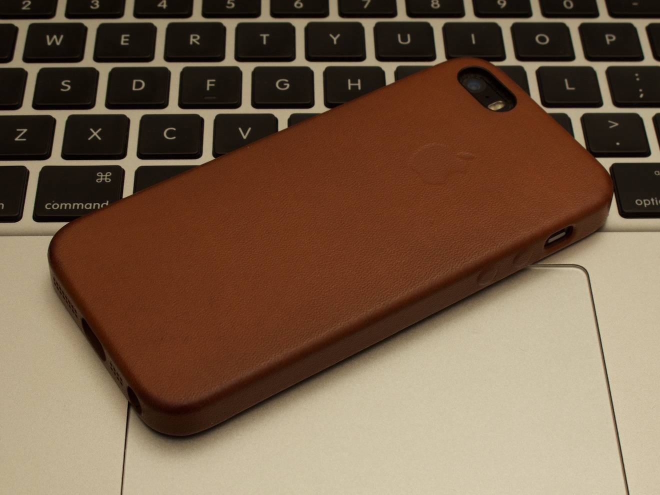 Apple純正 iPhone SE サドルブラウン 経年変化 一年後